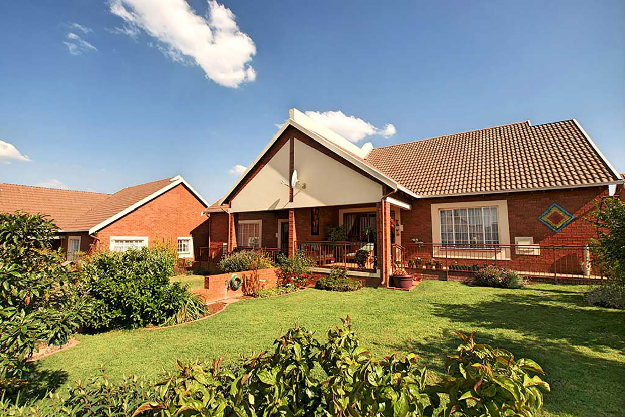 Harveston Retirement House For Sale In Roodepoort