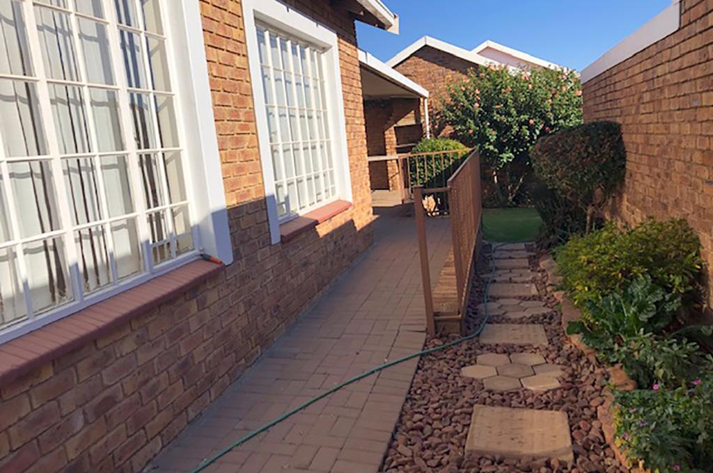 Jakaranda Retirement House For Sale – R1,430,000