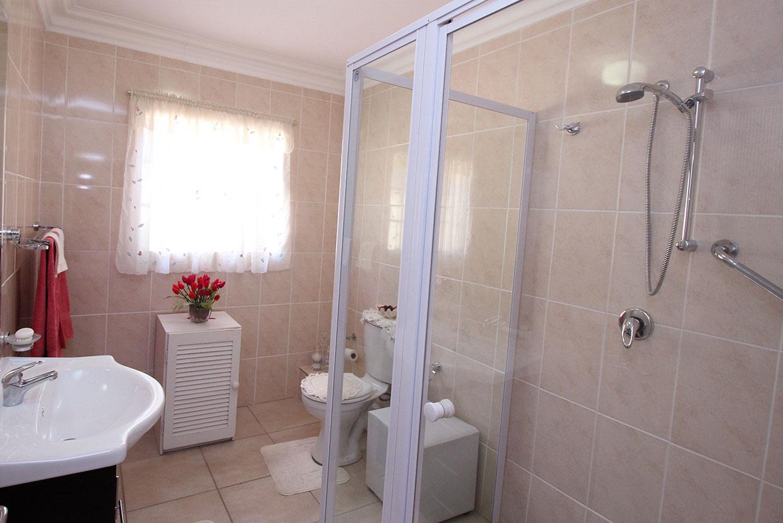 Victoria Park Retirement Village main ensuite bathroom